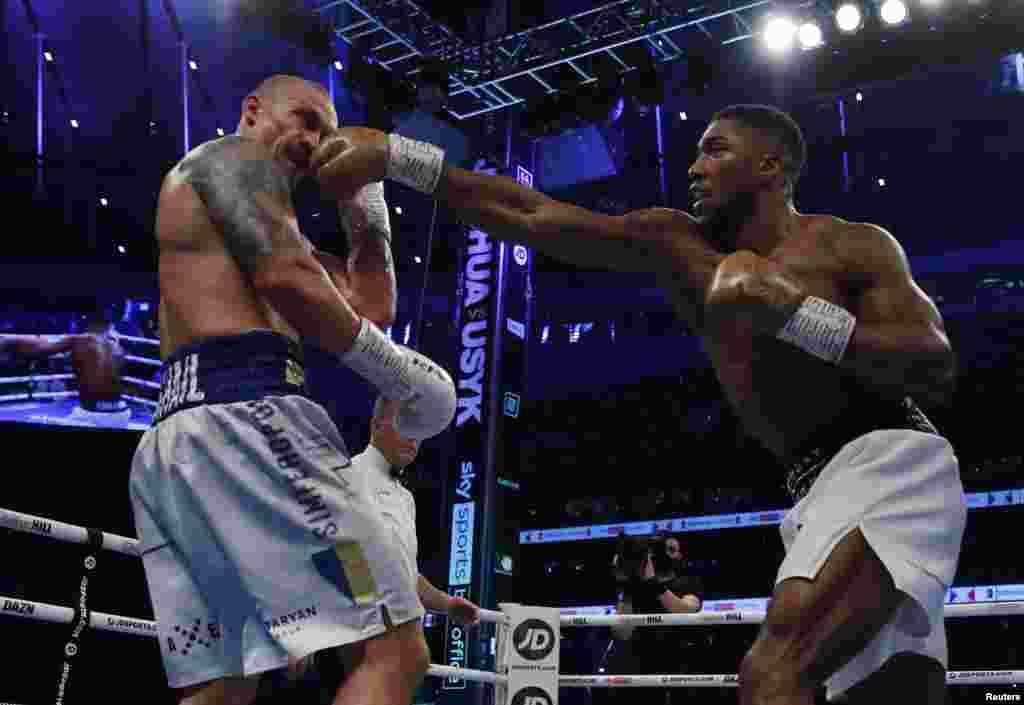 Бой продлился все 12 раундов, по итогам которых судьи отдали победу украинскому боксеру