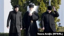 Episkop Irinej Bulović (u sredini)
