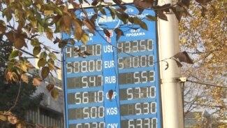 Казахстанский тенге падает третий день подряд. Почему?
