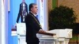 Эмомалӣ Раҳмон ҳангоми ёд кардани савганд