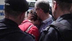 Задержание Юлии Галяминой на выходе из спецприемника
