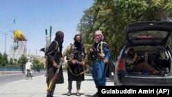 Тәліптер Кабулдан 150 км жердегі Ғазни қаласында. 12 тамыз, 2021 жыл.