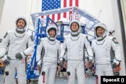 Американо-франко-японский экипаж готовится к полету на МКС на корабле SpaceX Dragon. Полет запланирован на 22 апреля 2021 года