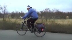 Письма на материк. Как крымчанин на велосипеде почту возит (видео)