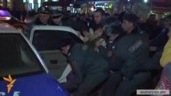 Ոստիկանությունը պնդում է, որ ակտիվիստներից երկուսը զինված են եղել