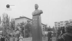 Памятник Кунаеву при его жизни