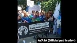 Протест против полициска бруталност пред Чешката амбасада во Скопје во организација на ромски граѓански здруженија поради убиството на чешкиот Ром Станислав Томаш од страна на полицаец во Теплице
