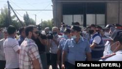 В Шымкенте люди протестовали против строительства поликлиники на месте стадиона. 9 сентября 2021 года
