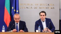 В сградата на Министерски съвет се проведе извънредно заседание на Националния съвет за тристранно сътрузничество (НСТС). На снимката: министрите Гълъб Донев и Асен Василев