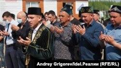 Кӯдакони дар Қазон кушташударо ба хок супурданд