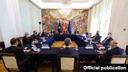 Седница на Советот за безбедност на Република Северна Македонија во Кабинетот на претседателот на државата Стево Пендаровски