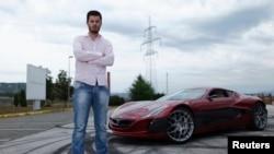 Mate Rimac pored električnog automobila Concept One u Zagrebu, 31. kolovoza 2012.