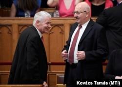 Polt Péter legfőbb ügyész és Juhász Miklós a GVH akkori elnöke a Parlamentben, 2018. május 10-én.