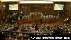 Tensione mes deputetëve në Kuvendin e Kosovës, 6 maj 2021.