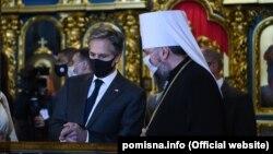 انتونی بلینکن (چپ) وزیر خارجۀ امریکا در جریان سفر به کییف