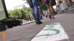 У зелені смужки розфарбували тротуари Кіровограда