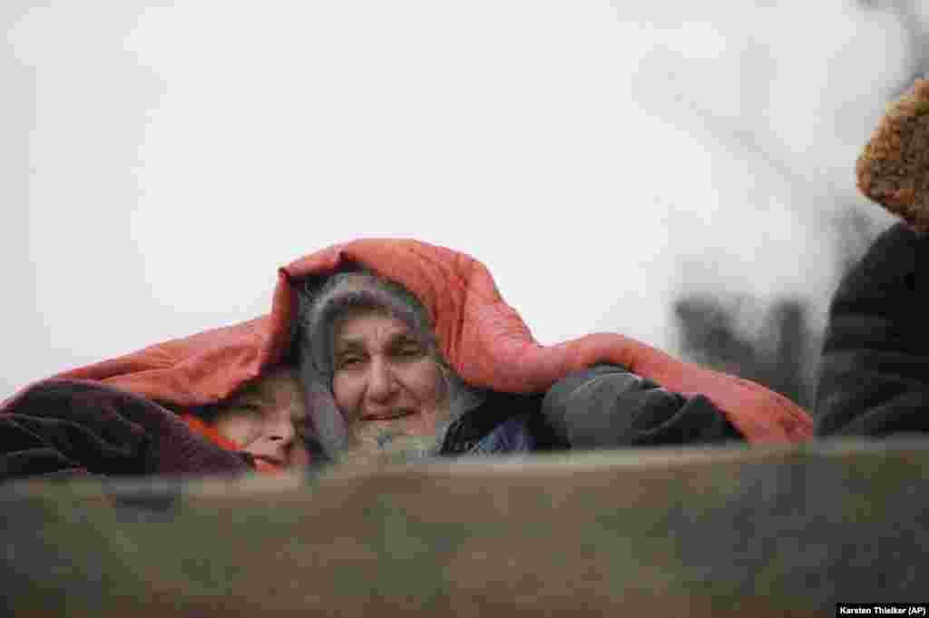 Чеченские беженцы покидают селоКатыр-Юрт, 30 января 1995 года.