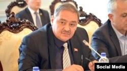 Мэр Узгена Нодирбек Каримов.