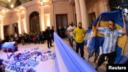 Прощание с Диего Марадоной во дворце Каса Росада, Буэнос-Айрес, Аргентина, 26 ноября 2020 года