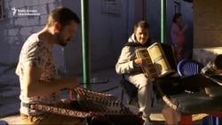 Jean Americanu' face un doctorat în muzică lăutărească