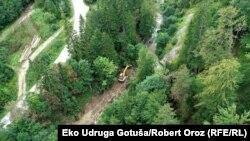 Najviše mini hidroelektrana izgrađeno je na području Srednjobosanskog kantona, čije vlasti su dodijelile dozvole za njih 35, dok su planirane i desetine novih (na fotografiji gradnja mini hidroelektrane na rijeci Oštrac)