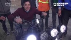 Киргизский школьник с параличом ног получил в подарок квадроцикл
