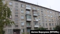 Первый подъезд – там, на 3 этаже справа, жили тесть и теща летчика Серкова