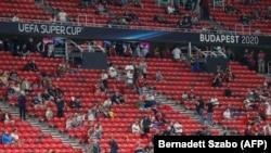 Մարզասերներին հորդորել են «սոցիալական հեռավորության» սկզբունքով ներկա լինել Սուպերգավաթի խաղին, Բուդապեշտ, 24 սեպտեմբերի, 2020թ.
