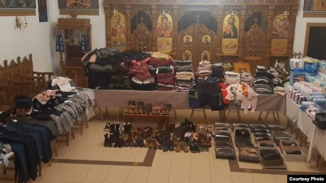 """Biserica de la Maternitatea """"Cuza Vodă"""" se umple adesea de bunuri donate pentru cei nevoiași"""
