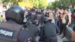 Полиция шерушілерді резеңке таяқпен ұрып соқты