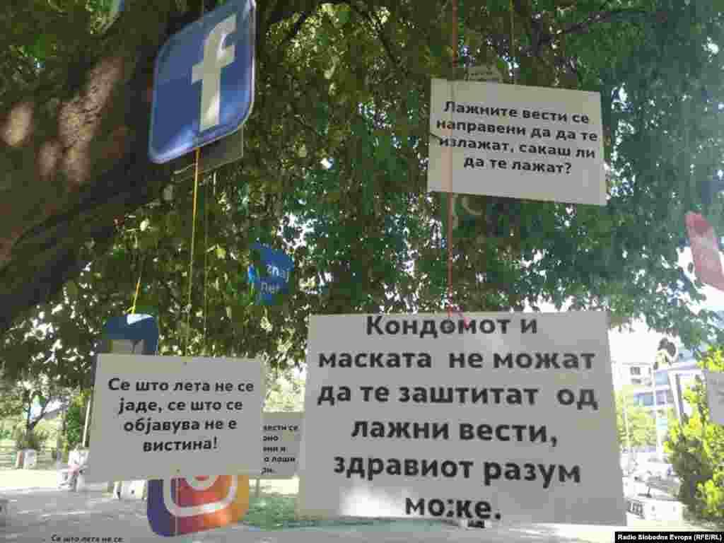 """Герила акција против лажните вести во скопскиот """"Парк на новинарите"""""""