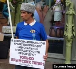 Ильяс Эшреф в одиночном пикете