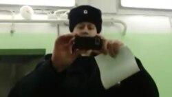 Диндор Абдусами Раҳмонов Москва полиция бўлимларидан бирида
