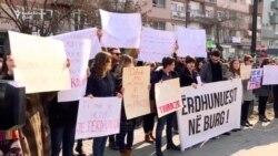 Protestë në Prishtinë kundër abuzimit seksual ndaj të miturve
