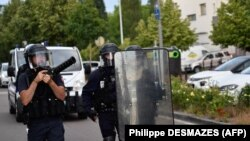 Полицейские в Дижоне, 15 июня