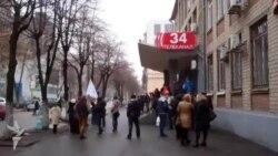 Активістки дніпропетровського Майдану пікетували провладний телеканал з вимогами об'єктивності