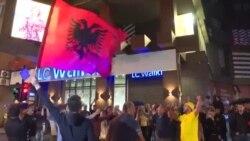 Sărbătoare la Priștina după meciul Elveția-Serbia (2:1)