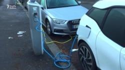 Norveçdə elektromobillər elə parkinqdə enerji yığır