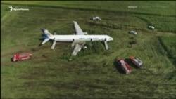 Самолет «Москва-Симферополь» в подмосковном поле (видео)