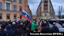 Триколор на одной из акций в поддержку Алексея Навального