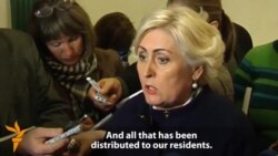 Slovyansk Mayor Says Armed Separatists Hand Out Guns To Residents