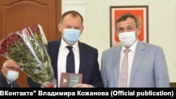 Владимир Кожанов (слева) и глава Марий Эл Александр Евстифеев