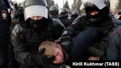 Задержание на акции сторонников Навального в Новосибирске, 23 января 2021 года.