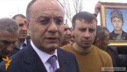 Министр обороны встретился с родителями убитого военнослужащего