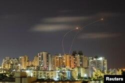 Israel: Ashkelon, rachete israeliene interceptează rachetele lansate de Hamas, 20 mai 2021, înainte de anunțarea acordului de încetare a luptelor.