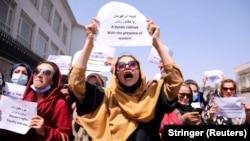 آرشیف، شماری از زنان افغان در جریان مظاهره در کابل