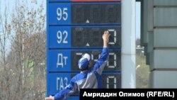 Бензин дар Тоҷикистон гарону камчин шудааст