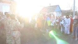 Мирные жители и военные провели совместный вертеп на Донбассе (видео)