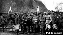 A Polish cavalry regiment's command during the Polish-Soviet war in 1920. Reemerging as a country after more than a century of occupation, Poland faced numerous challenges, including its unsettled borders on its eastern frontier with Russia.