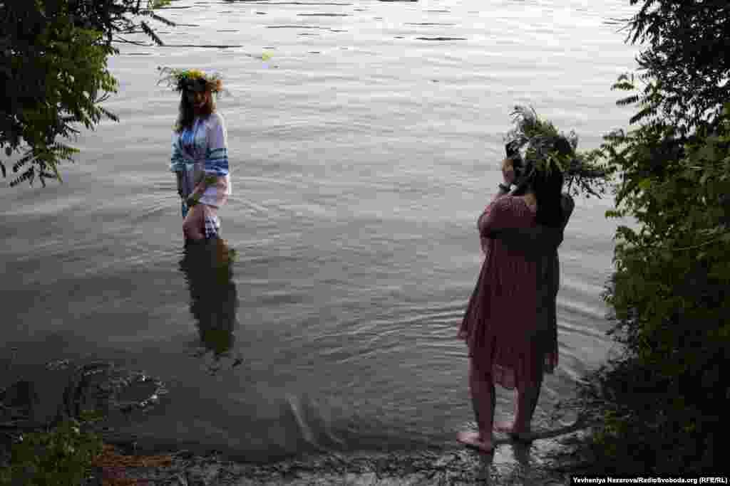 Фото у дніпровських водах на пам'ять